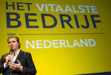 Welk bedrijf is Het Vitaalste Bedrijf van Nederland? Pieter van den Hoogenband gaat ook dit jaar op zoek naar het bedrijf dat het meest investeert in het vitaal houden van zijn medewerkers. De olympisch zwemkampioen maakt op 19 november bekend welk bedrijf zich Het Vitaalste Bedrijf van Nederland 2018 mag noemen. Werkgevers en werknemers kunnen hun bedrijf tot en met 31 augustus inschrijven.