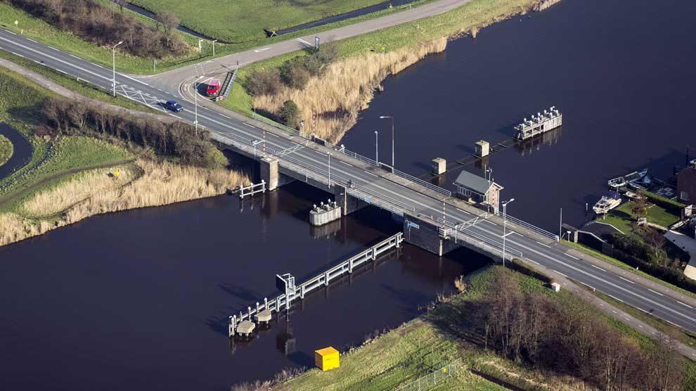 De provincie Noord-Holland wil de Provincialeweg N246 en N244 tot Alkmaar veiliger maken en de doorstroming verbeteren. Het traject N246 loopt vanaf de N203 via de Beatrixbrug (N246) tot en met de Kogerpolderbrug. Het deel op de N244 loopt van de Kogerpolderbrug tot aan de aansluiting met de N243 en N242. Van begin 2018 tot en met 2019 voert de provincie groot onderhoud uit aan de Provincialeweg. De Beatrixbrug en Kogerpolderbrug worden geheel vernieuwd. Onveilige aansluitingen op de N246 worden veiliger ingericht. Zo komt er een rotonde met parallelweg tussen de Kogerpolder en de Middelweg in de gemeente Alkmaar. Na de werkzaamheden is het traject voor de komende 18 jaar vrij van groot onderhoud. De provincie werkt in dit project samen met de gemeenten Zaandam, Castricum en Alkmaar en het Hoogheemraadschap Hollands Noorderkwartier.