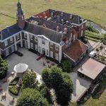 Tussen Heemskerk en de duinen ligt het landgoed van Château Marquette als een oase van rust. Een château zoals in een sprookje: een lange oprijlaan, een slotgracht, een poort en een toren.