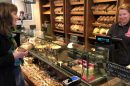 Wij zijn een ambachtelijke bakker gevestigd aan de Dorpsstraat in het prachtige dorp Assendelft. Sinds 1947 zijn wij actief. Wij zijn een echt familiebedrijf met oude tradities, maar niet bang voor vernieuwingen. We beschikken over een ruime sfeervolle winkel en een hypermoderne bakkerij. De broden die wij met uiterste zorg bereiden worden al 70 jaar volgens familie recept gemaakt. Door een combinatie van liefde voor het vak, de beste grondstoffen en puur bakkersambacht bakken wij dagelijks het lekkerste brood voor u. Brood is niet alleen lekker maar ook enorm gezond. Brood bevat veel van de dagelijks nodige voedingsstoffen zoals vitaminen, koolhydraten, eiwitten en jodium. Brood is daarom broodnodig!